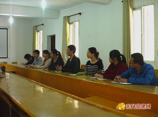 小板镇召开2013年首次年轻干部座谈会