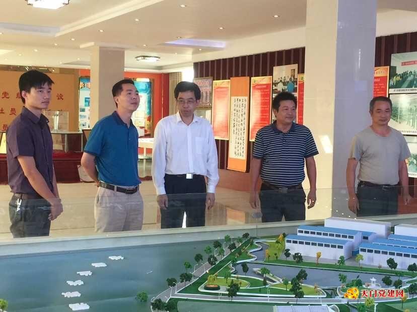 省委组织部干部教育处副处长郑志雄一行到天门调研