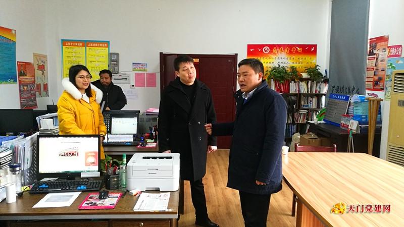 市委常委、组织部长史玉雄走访慰问部分机关单位干部职工